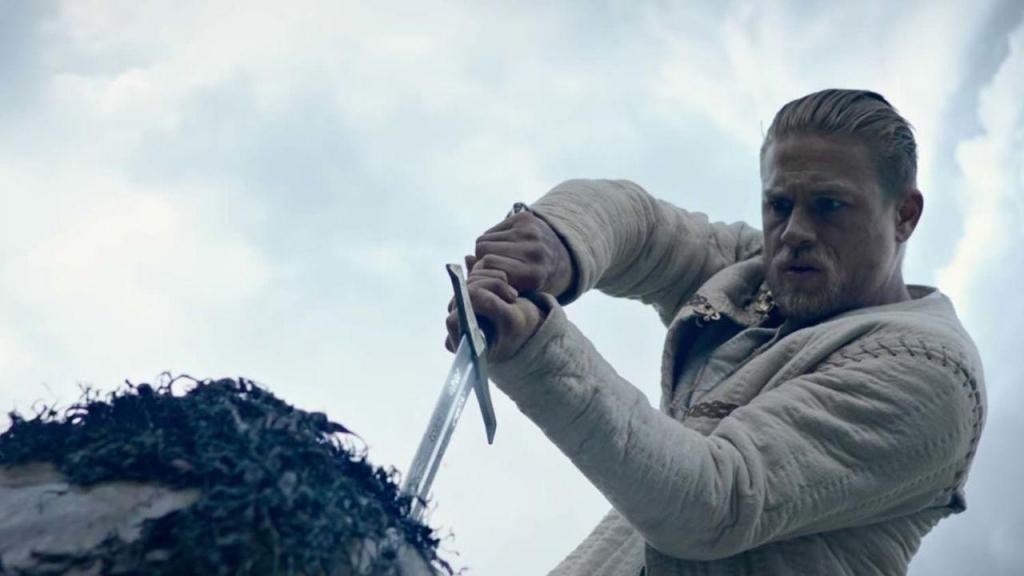 Артуру предстоит и за смерть отца отомстить, и себя на трон посадить. И про друзей не забыть.