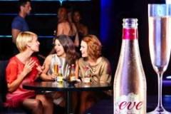 ...тестирует новый напиток для женщин Eve (содержание алкоголя...