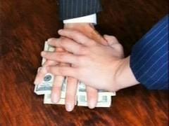 На Кубани районный депутат попался на 2-миллионой взятке