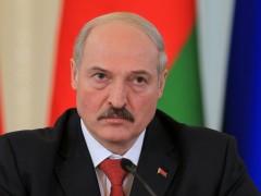 Лукашенко потребовал перейти на доллары или евро в расчетах с Россией
