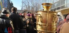 Ростовские кулинары испекли для жителей ДНР кулич весом в полтонны