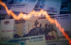 Рубль снова лихорадит: доллар стоит 65 рублей, евро - 72 рубля