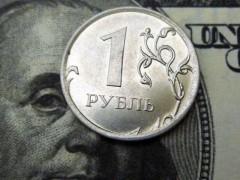 Рубль снова снижается, доллар поднялся выше 67 рублей