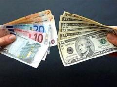 В начале торгов рубль снова оказался в минусе к доллару и евро