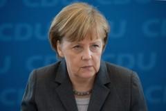Меркель намерена продлить санкции в отношении России