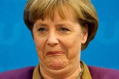 Неизвестные подкинули свиную голову с надписью оскорбительного характера к приемной Меркель