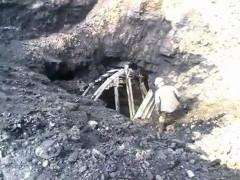 Экскаватор случайно выкопал шахтеров на Кузбассе