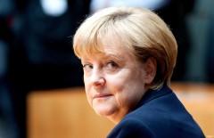 Меркель на саммите G7 выступила против отмены антироссийских санкций