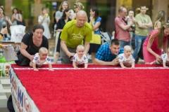 В Литве 10-месячный ребенок выиграл ежегодную гонку карапузов