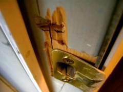 В Георгиевском районе Ставрополья злоумышленник похитил мебель и хрусталь