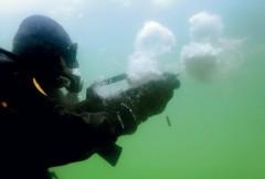 Российские силовики с 2018 года получат способные стрелять под водой автоматы