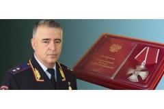 Глава МВД по ЧР наградил участкового полиции и жителя Грозного за задержание опасного преступника