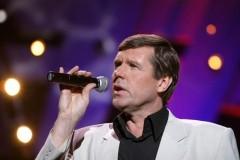 Певец Новиков заявил, что не бежал из России