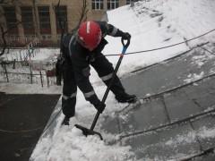 В Москве возбуждено уголовное дело по факту падения снега с крыши на коляску с ребенком