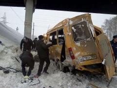 ДТП в Башкирии: поезд врезался в маршрутку, пострадали два человека