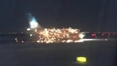 В аэропорту Нью-Йорка при взлете загорелся пассажирский самолет