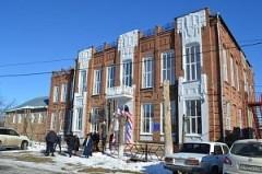 В Новокубанском районе отремонтировали здание старейшей школы