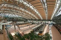 Более 50 человек пострадали в аэропорту Гамбурга из-за утечки неизвестного вещества