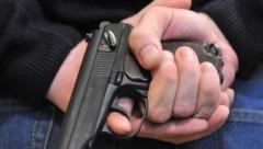 В Петербурге офицер запаса расстрелял грабителей из наградного пистолета