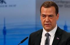 Медведев заверил российский бизнес, что санкции не отменят
