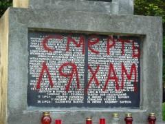 В Украине неизвестные осквернили два польских памятника