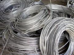 На Кубани мужчина срезал провода линии электропередач и сдал в пункт приёма металлолома