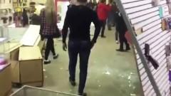 В Казани неизвестные разгромили торговый центр
