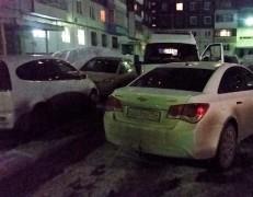 Кемеровская полиция проверяет данные о водителе, заблокировавшем проезд скорой во дворе