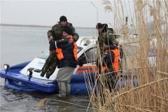 Донские спасатели призывают рыбаков не выходить на воду из-за сильного ветра