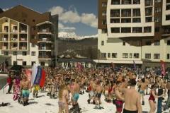 Горнолыжники в купальниках установили рекорд в Сочи