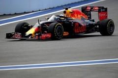 На Гран-при «Формулы-1» в Сочи продано уже больше половины билетов
