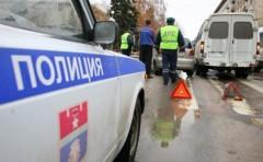 В Москве иномарка сбила людей на остановке