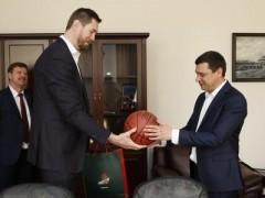 Мэр Краснодара Евгений Первышов поддержал идею создания баскетбольной школы в Краснодаре