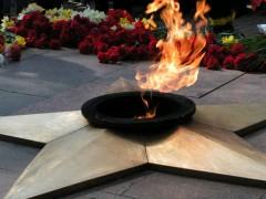 В Кисловодске подростки играли в карты у мемориала «Вечный огонь»