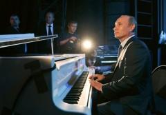 Владимир Путин сыграл на рояле перед встречей с Си Цзиньпином