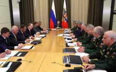 Владимир Путин в Москве провел совещание с руководством Минобороны и оборонно-промышленного комплекса