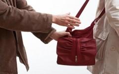 Житель Кропоткина избил незнакомую женщину и отобрал у неё сумку