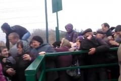 Кадры давки на границе Украины и Польши попали на видео