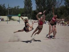 В Ейске прошли соревнования по пляжному женскому гандболу в рамках ЧР