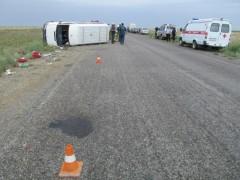 ДТП в Калмыкии: опрокинулся пассажирский микроавтобус «Мерседес»