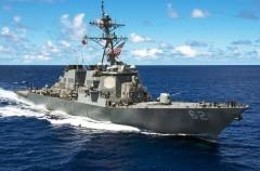 Семь моряков пропали без вести после столкновения эсминца ВМС США с контейнеровозом