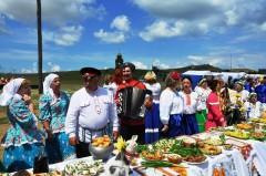 Рекордный стол длиной 80 метров накрыли в «Атамани»