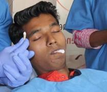 В Индии подростку удалили рекордно длинный зуб