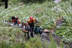 В Сочи спасатели эвакуировали детей из горной местности на вертолете