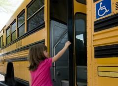 В Норильске автобус протащил девочку по земле
