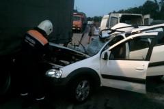 На Дону легковушка влетела в стоящий на обочине грузовик МAN, семь человек пострадали