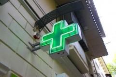 На Кубани мужчина отвлек фармацевта и ограбил аптеку