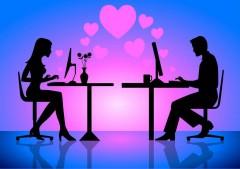 Опрос: 59% россиян верят в любовь через Интернет