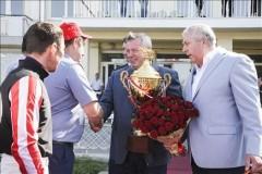 Василий Голубев вручил награду победителю скачек на Кубок губернатора Ростовской области