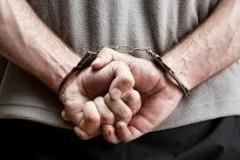 В Краснодаре мужчина украл с витрины магазина 3 флакона духов